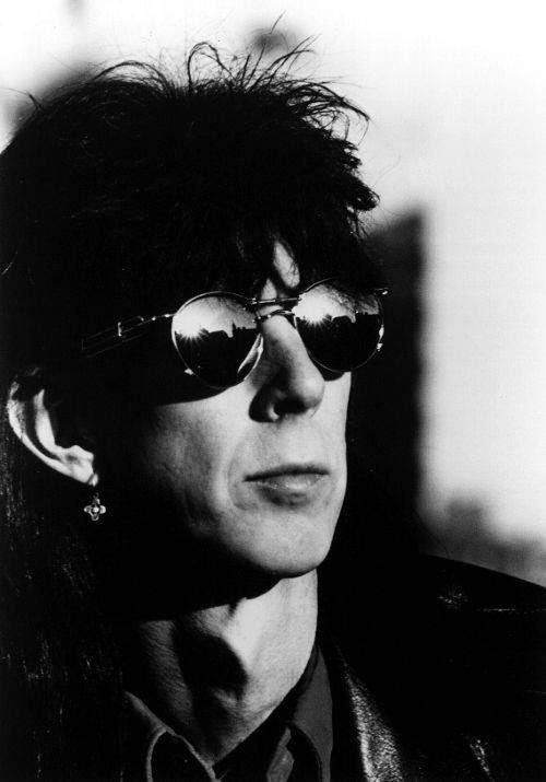 Ric Ocasek, penyanyi dan gitaris band @thecarsband serta produser banyak album penting meninggal dunia dalam usia 75 tahun. Menurut laporan @PageSix, Ric ditemukan meninggal di apartemennya di Manhattan, New York pada Minggu, 15 September 2019. #BillboardID #ricocasek https://t.co/iTfQfPDsm7