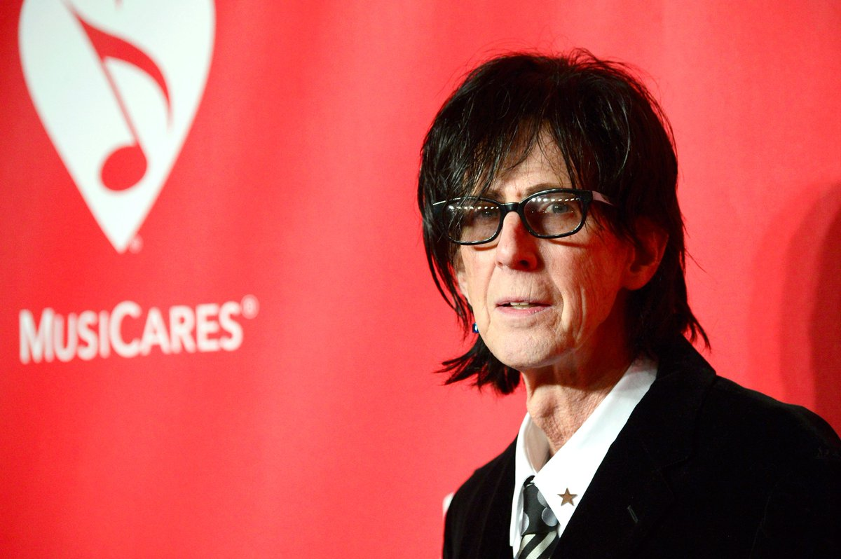 RIP Ric Ocasek, iconic frontman of The Cars thefader.com/2019/09/15/the…