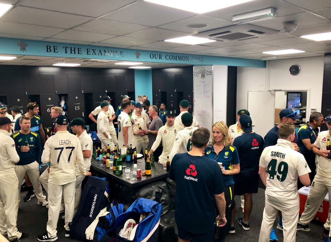 After heated series finished all square, it was time for a few 🍻 together #Ashes #TheAshes #ENGvAUS