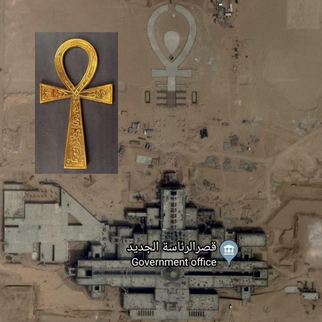 هل مصر دولة مسيحية عشان تحط اكبر صليب في اكبر قصر رئاسي؟ #كفايه_بقي_ياسيسي
