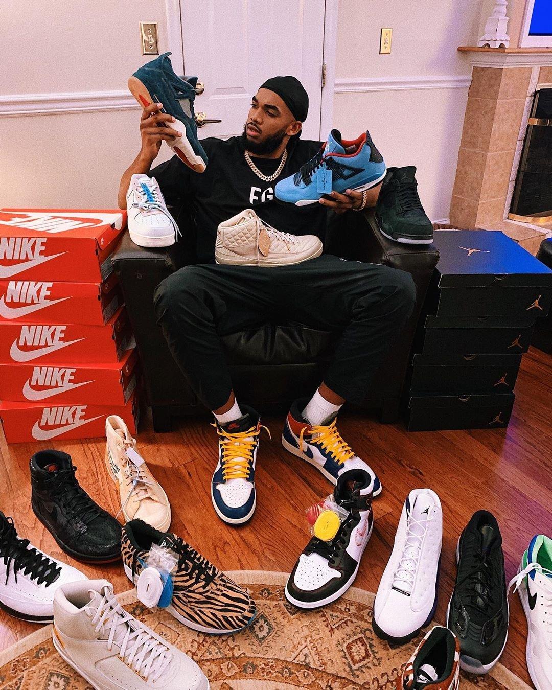 鞋圈大佬?Towns社媒曬出自己與多雙球鞋的合照-Haters-黑特籃球NBA新聞影音圖片分享社區