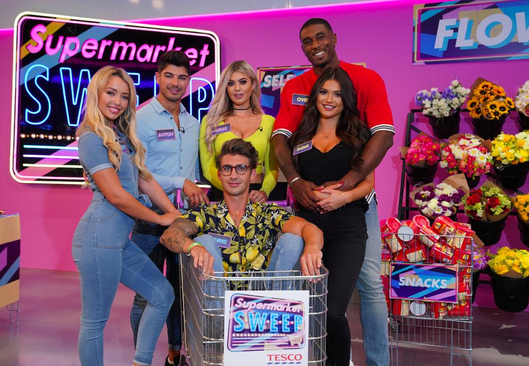 Our Islanders are finally heading down the aisle! ❤️🏝 The supermarket aisle that is 🛒 #SupermarketSweep Tonight 8pm @ITV2 @SuperSweepTV @anton_danyluk @bellehassan @OvieSoko @Rylan