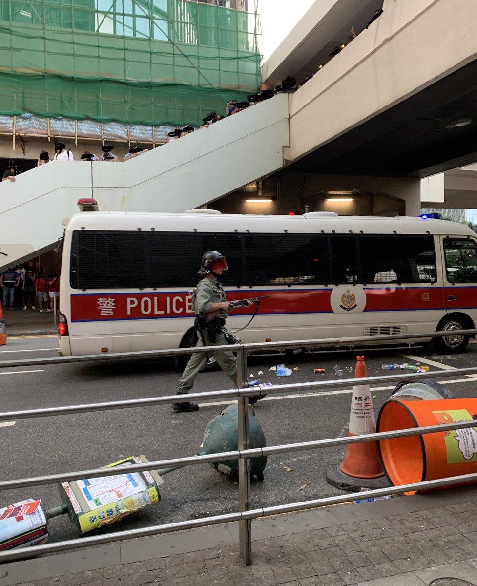 this become an normal scene in Hong Kong now#HongKongProtests #HongKong #5DemandsNot1Less