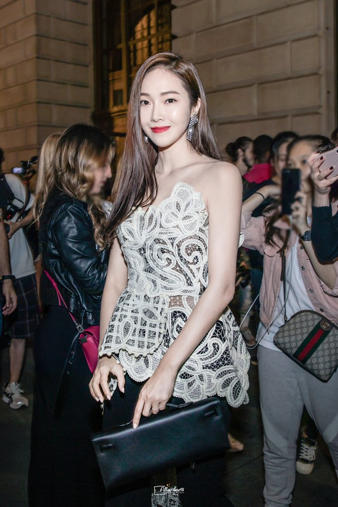 RT @Pillow_Here418: 190910&0911 #jessicajung in NYFW🖤💖💫 #JungSooYeon #제시카 #패션 #fashionweek #nyfw #jessica https://t.co/13gJhAlsyw