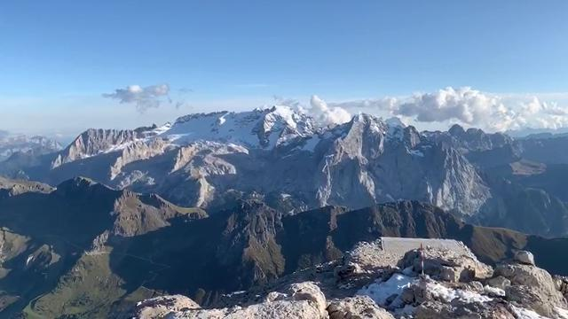 Tutto il fascino delle Dolomiti dalla cima del Piz...