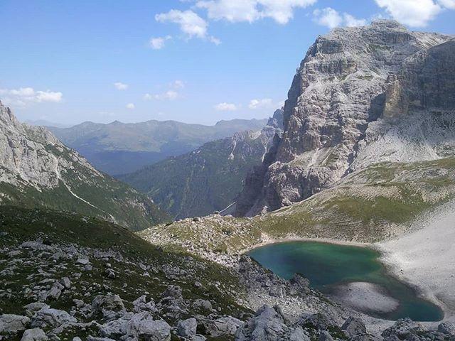 Reposting @isa_izzabelle:I'm on top of the world 🗺I love my mountains💜#mountains #montagna #trecimedilavaredo #trentino #südtirol #rifugiolocatelli #rifugio #trekking #walking #nature #naturephotography #naturelovers #naturelandscape #landscapes #landscapephotography
