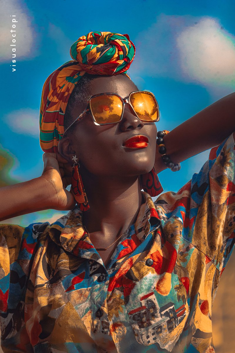 Colors of Africa #visualoctopi #beautiful #details #ghanaphotography #portrait #outdoorphotigraphy #portrait #ghana #melaninbeauty #darkskin #slay #queen #dope #blackdontcrack #blackdontcrack #melanin #ghana #wowfactor #beautifulpeople #smilesfromallovertheworld #colorful