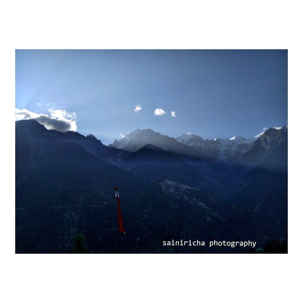 What a gorgeous greeting sun gives to mountains 🌄Reckong peo Himachal Pradesh#MondayMorning #mondaythoughts #OzoneDay #mountains #photography #PhotoOfTheDay #HimachalPradesh #himachal #IncredibleIndia #Apple #travelphotography @incredibleindia @hp_tourismP.c.@Sainiricha438