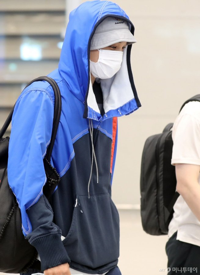 190916 EXO KAI Airport HOODIE SWEAT (BLUE) 엑소 카이 종인 블루 파란색 후드 티셔츠 자켓 공항패션 정보 : Greg Lauren (그렉 로렌) blog.naver.com/vtotv93/221649… #EXO #KAI #엑소 #카이 @weareoneEXO