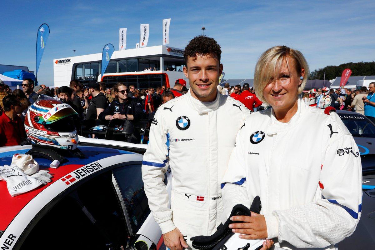 Mit Hankook ins DTM-Renntaxi 🤩 Unsere Gewinnspielsiegerin Jessica hat am Nürburgring eine Fahrt absolviert, die sie so schnell nicht vergessen wird! 🏎️ 🔥 #HankookReifen #DTM #Racing #Renntaxi #Nürburgring #Mittendrinstattnurdabei https://t.co/gupd8n9s8R