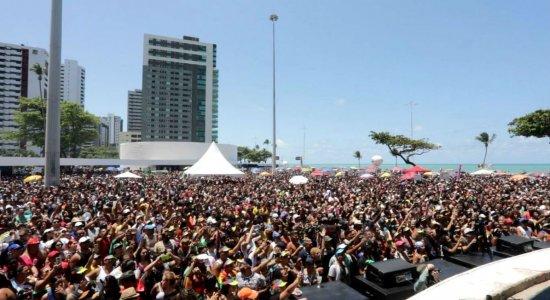 Parada da diversidade do Recife celebra o respeito em Boa Viagem: