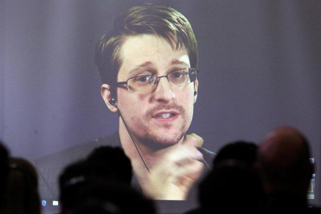 Whistleblower Snowden: I'd love to be granted asylum in France  https://www. reuters.com/article/us-sno wden-france-idUSKBN1W10VW?utm_campaign=trueAnthem%3A+Trending+Content&utm_content=5d7f9b64d04a480001c18494&utm_medium=trueAnthem&utm_source=twitter  … <br>http://pic.twitter.com/UJTWMfbl2g