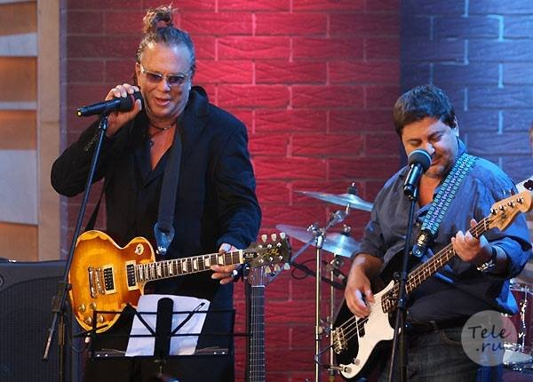 ""\""""Heres a little number that hasnt been very kind to me.""""  Happy Birthday Mickey Rourke!""600|430|?|en|2|c464a6b5cae9d2e1fa6c2704fb48562a|False|UNLIKELY|0.28229621052742004