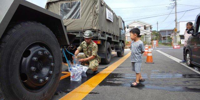 【災害派遣情報(第24報)】 第1空挺団は、本日、八街市及び多古町において給水支援を実施しました。(写真は、八街市及び多古町役場における支援状況です。)#千葉県 #給水 #第1空挺団 #八街市 #多古町
