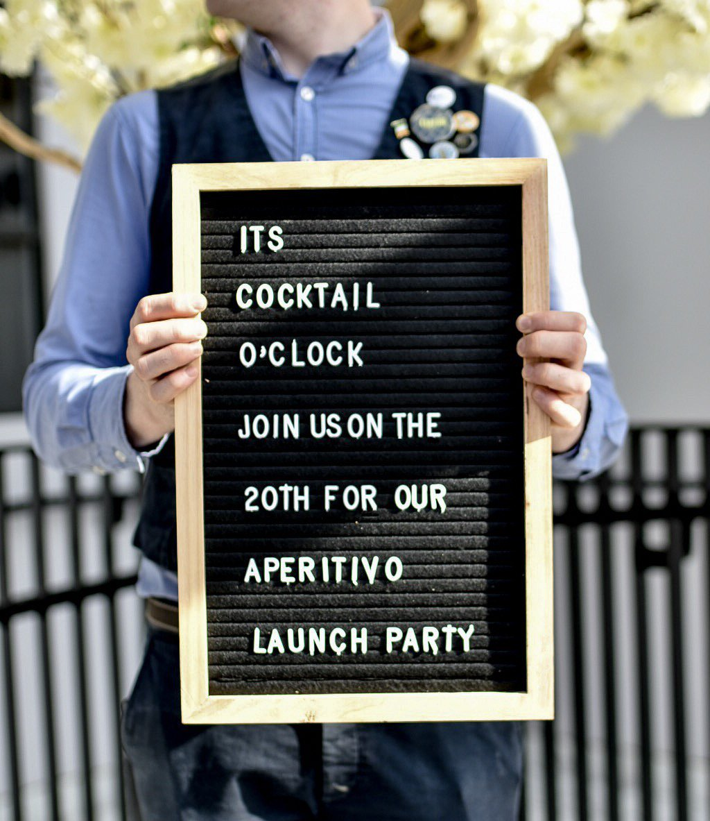 LAUNCH NIGHT 2 for £10 on loads of cocktails including, Aperol Spritz, Classic G&T's, Traditional Negronis, 2 for £6 on selected beers plus, 3 tapas plates for £8! Enjoy live sets by DJ Oscar all evening long and relax with an Aperitif after work! #ManchesterFood <br>http://pic.twitter.com/nkhhWxw16B