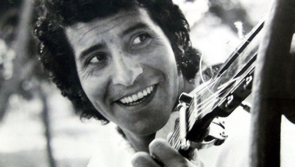 #OtD 16 Sep 1973, Chilean communist folk singer and musician Victor Jara was murdered by Pinochet's troops following his US-backed coup a few days before. He was brutally tortured and shot over 40 times in the Chile Stadium <br>http://pic.twitter.com/YLlRkdDCsD