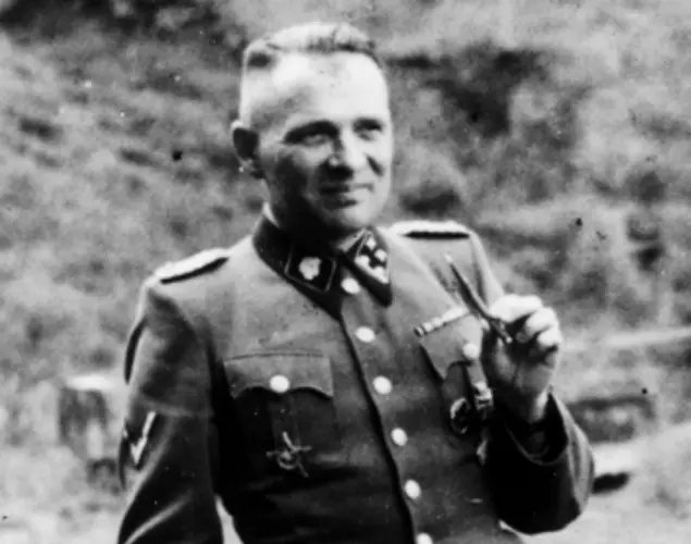 16 September 1942 | The commandant of Auschwitz Rudolf Höss together with SS-Untersturmführer Franz Hössler & SS-Untersturmführer Walter Dejaco went to the Kulmhof extermination center where SS-Standartenführer Paul Blobel demonstrated the machinery for incinerating bodies. 1/2