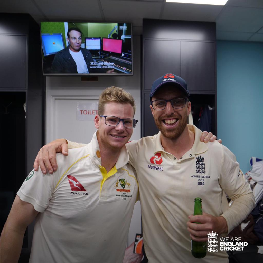 An all-time great - and Steve Smith 😉Congratulations on an incredible #Ashes series @stevesmith49. Leachy loves the glasses 🤓