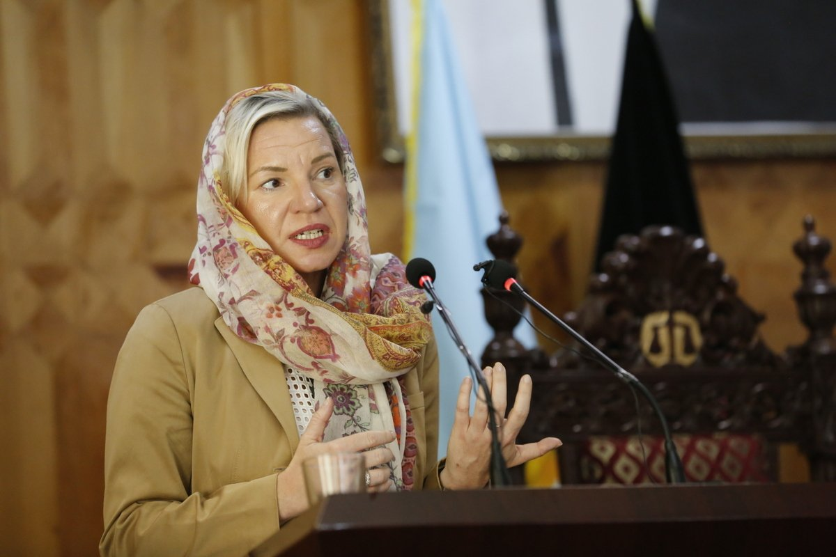 #Afghanistan Penal Code spotlighted as a major achievement by UNAMA C/Rule of Law, Schweiger, at Supreme Court conf. of +200 judges reviewing its application. Code is judiciary's best tool to fight corruption, protect human rights & contribute to a more just society. https://t.co/dXWzi7AuPE