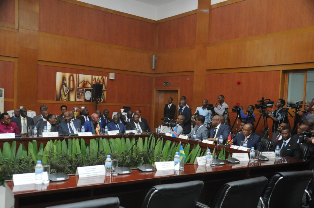 The Rwandan delegation is led by Amb. @onduhungirehe, Minister of State @RwandaMFA and also attended by Hon. Manuel Domingos AUGUSTO, the Minister of External Relations of #Angola & Hon. Gilbert Kankonde MALAMBA, Deputy Prime Minister & Minister of Interior of #DRC. 🇺🇬🇷🇼🇦🇴🇨🇩