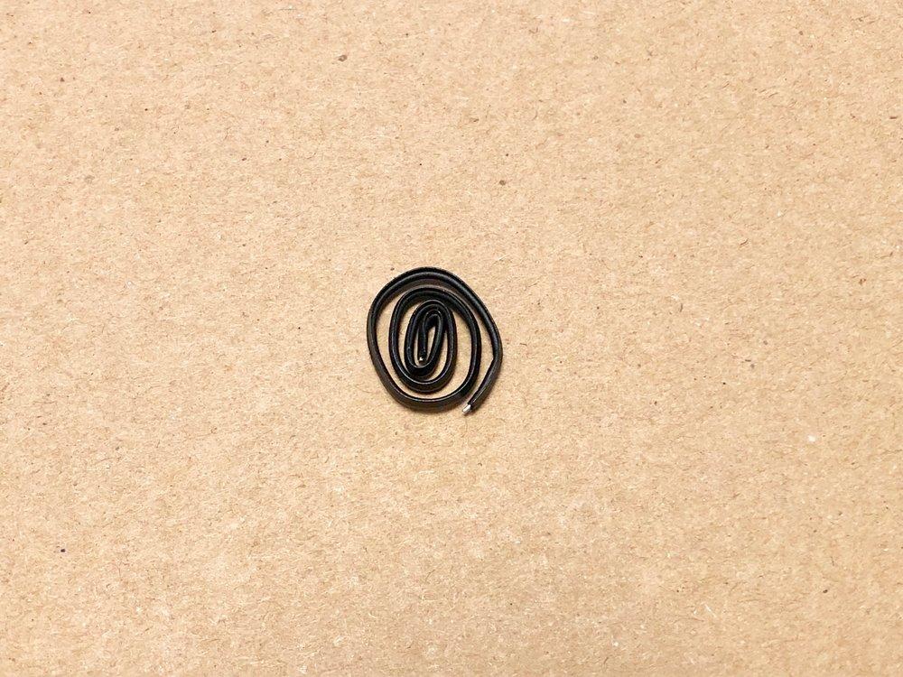 長電話しながら手元にあった針金をいじってたら、指紋が『マンガ』になっててビビりました
