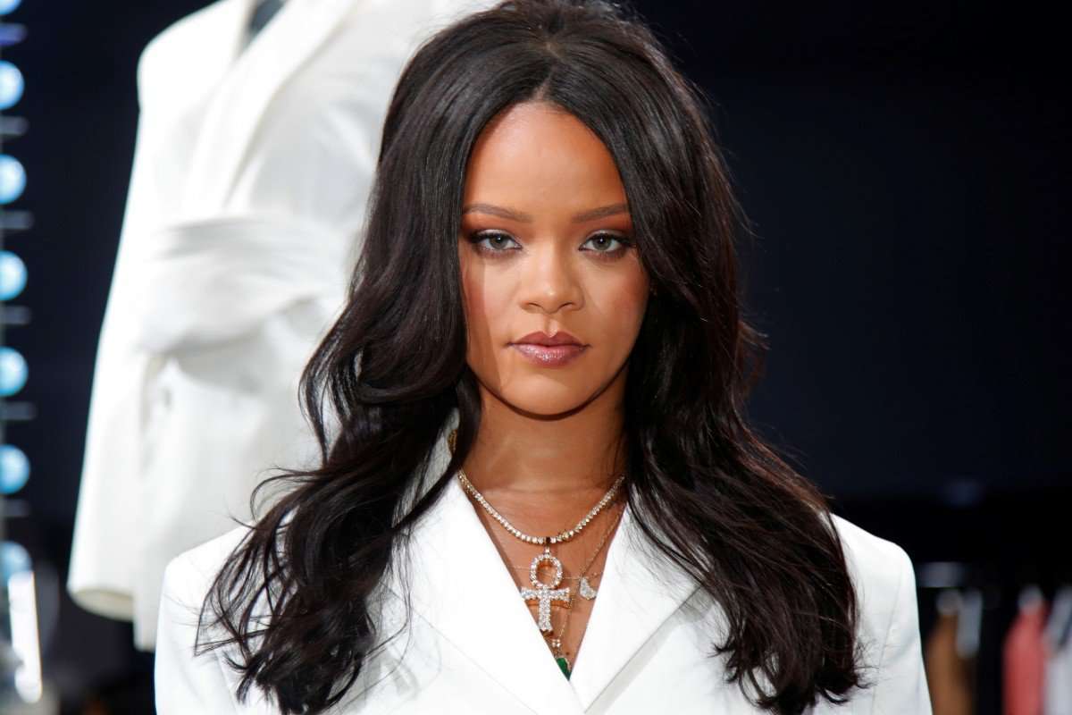 """.@Billboard: """"Rihanna has signed a worldwide deal with Sony/ATV Music Publishing, covering the superstar's entire songwriting catalog plus future works, it was announced Monday. The agreement includes her top 10s """"Love on the Brain"""" & """"Needed Me"""" and #1s """"Rude Boy"""" and """"Work""""."""" <br>http://pic.twitter.com/EZFxsTCtyH"""