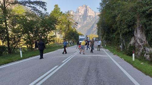 Ancora sassi sulll'Agordina, traffico in tilt http...
