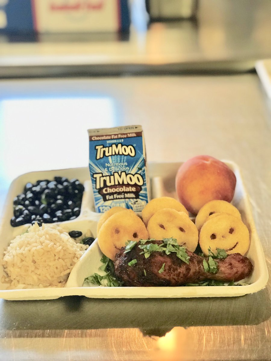 Peruvian chicken with black beans, rice and potato smiles. This student chose a local peach and milk as well. <a target='_blank' href='http://search.twitter.com/search?q=yummy'><a target='_blank' href='https://twitter.com/hashtag/yummy?src=hash'>#yummy</a></a> <a target='_blank' href='https://t.co/FRcsmoSvcS'>https://t.co/FRcsmoSvcS</a>