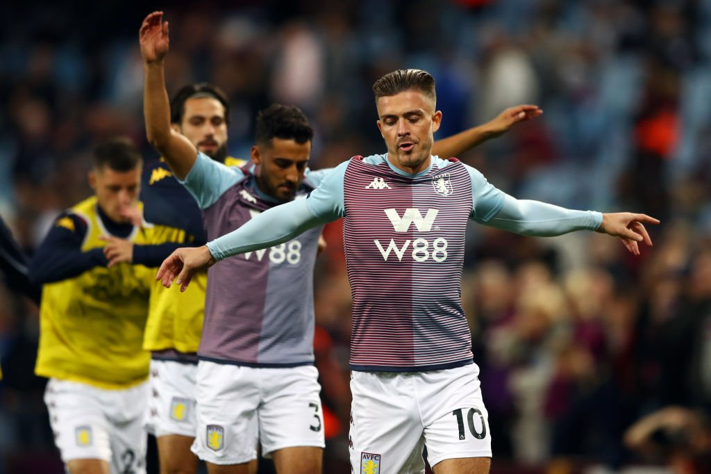 Not long to wait for tonight's 20:00 (BST) kick-off 👀👀👀 Aston Villa host West Ham.Build-up and live text commentary: http://bbc.in/2mhy2EJ#AVLWHU #AVFC #WHUFC #bbcfootball