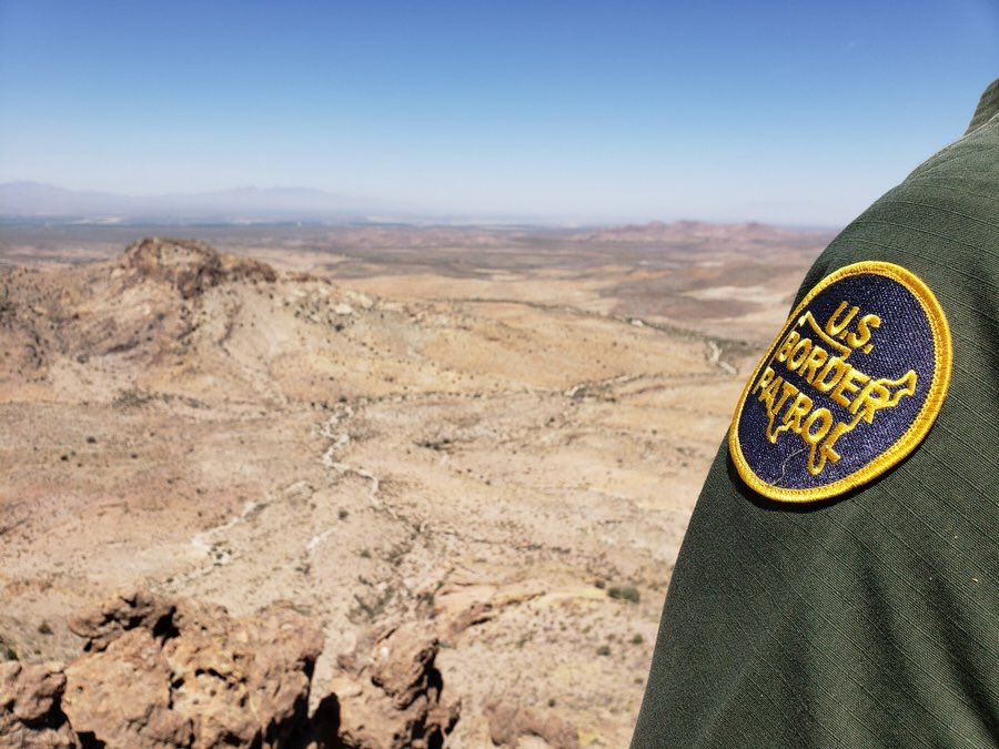 Tucson Sector Border Patrol agents arrested a Mexican national wanted for homicide and rape:  http:// bit.ly/302aR3o    <br>http://pic.twitter.com/1uqBt10CPs