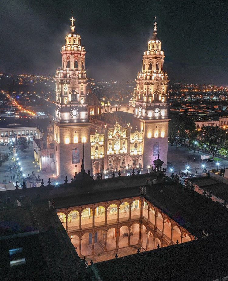 Mexico always gets a bad rep especially Michoacán what the media won't show you.. How beautiful our country really is  The architectural work, culture, food & etc #MexicanIndependenceDay <br>http://pic.twitter.com/fwY5DHIUmH