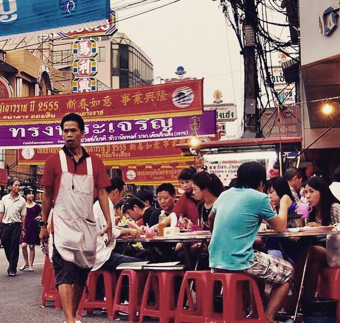 test ツイッターメディア - バンコクはチャイナタウンに限る。それもヤワラートのシーフード屋台。人混みが鬱陶しい時は路地裏に入るといい。 https://t.co/e1XeGS67Rl