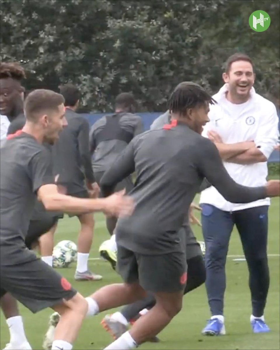 🔵 @ChelseaFC training today ahead of their game v @ValenciaCF: 1️⃣ @WillianBorges88 🥜 @ReeceJames_24 2️⃣ @Mateo_Kova23 🥜 @TammyAbraham 😂 Frank Lampard approves.