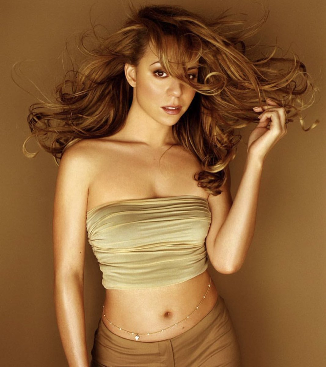 22 years ago today, Mariah Carey dropped her sixth studio album Butterfly  <br>http://pic.twitter.com/2pkZE8t3sk