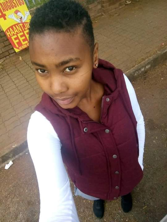 This is Nyiko Tracy Chabalala, she has a diploma in journalism from TUT . She is unable to find employment due to the fact that her results are still held by the university due to the fact that she still has outstanding fees of R22 184 00. Student No : 216089960 <br>http://pic.twitter.com/Py0VF8DZQf