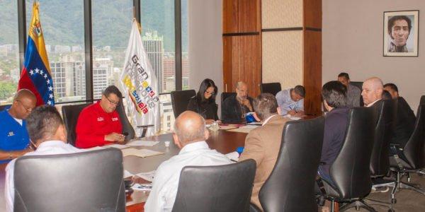 Autoridades del ministerio para el Transporte y Fontur se reunieron con fabricantes de cauchos del país bit.ly/2kiPMix #RegresoAClasesConAlegria