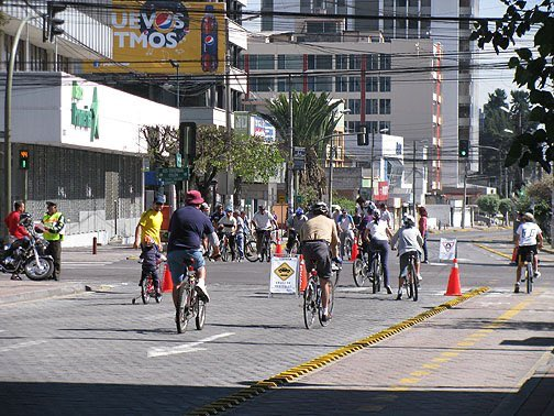 Getting the chance to live in Quito Ecuador I miss the amazing open street each Sunday from the Am to 2-4 PM. Where cars are banned and bikes, rollerbladers and walkers can enjoy fresh air without worrying about traffic.<br>http://pic.twitter.com/eLogTtMyl9