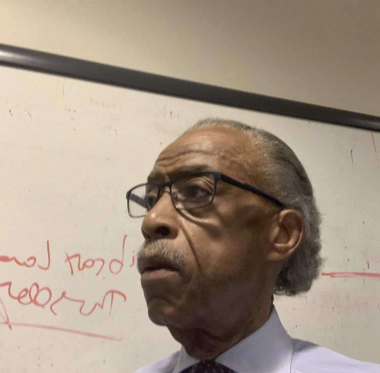 In studio, Tune in to Keeping it Real w/ Al Sharpton from 1-4 pm/et on local stations and Sirius XM 126. Call in at 877 532 5797. https://t.co/OwnPNSZ5xK