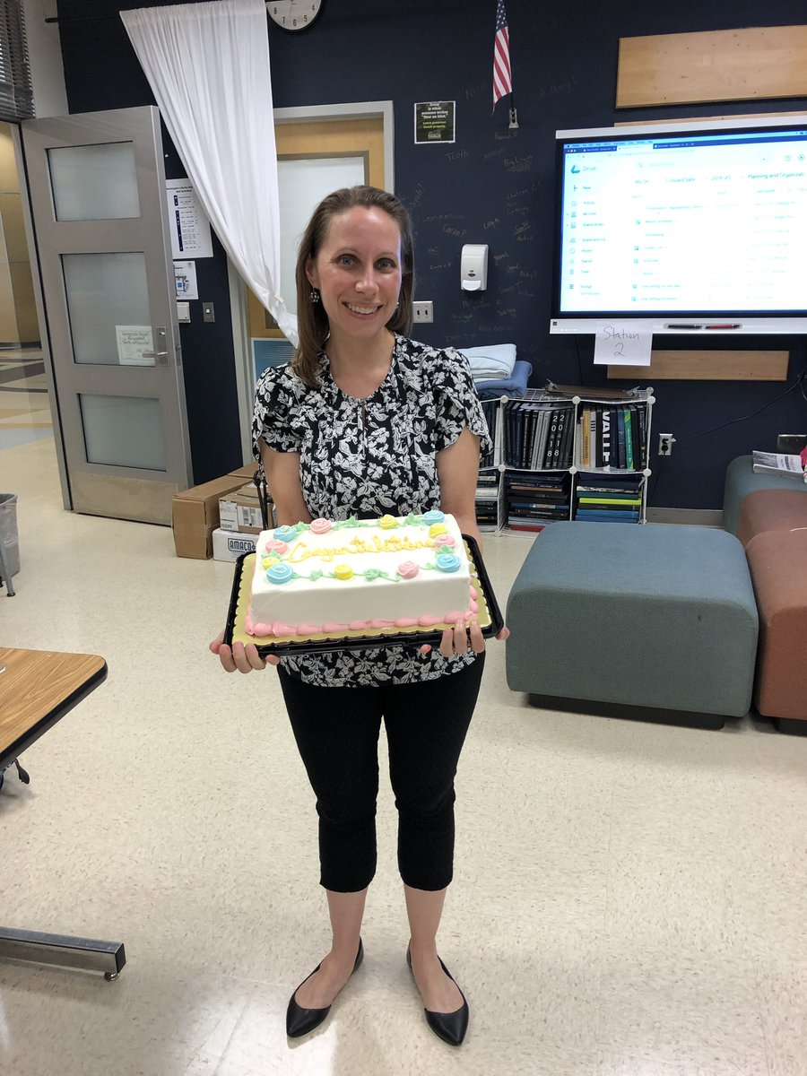 Congratulations to the PubLab's amazing advisor, Ms. Nelson, on being recognized with JEA's Rising Star award! We couldn't help but celebrate. Read all about the honor on the school website: <a target='_blank' href='https://t.co/QJhHtkuEiQ'>https://t.co/QJhHtkuEiQ</a> <a target='_blank' href='http://twitter.com/GeneralsPride'>@GeneralsPride</a> <a target='_blank' href='https://t.co/cAUdnoM4r7'>https://t.co/cAUdnoM4r7</a>