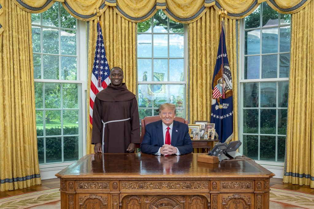 This morning, President @realDonaldTrump met with Peter Tabichi, the recipient of the 2019 Global Teacher Prize! Peter is a science teacher who gives away 80% of his monthly income to help the poor in his home country of Kenya.