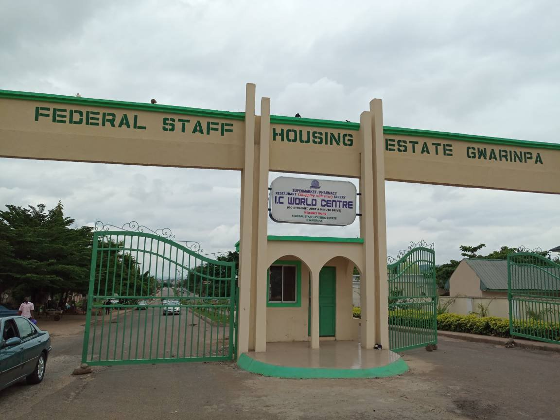 Sprawling about 1090 hectares, Gwarinpa estate is big enough to be a country. At least, it is bigger than Vatican City & Monaco, two of world's smallest city-states/countries.  Gwarinpa is a city within a city. #AbujaFacts<br>http://pic.twitter.com/eqT3JgmOfc