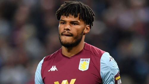 """""""You're on the same team!""""You're not wrong Mike Dean, as Anwar El Ghazi goes head-to-head with teammate Tyrone Mings.Incredible. http://bbc.in/2mhy2EJ#AVLWHU #AVFC #WHUFC #bbcfootball"""