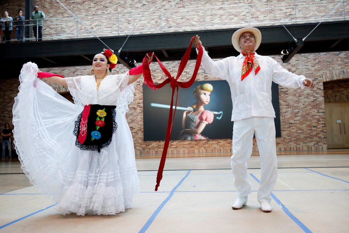 We're kicking off #LatinXHeritageMonth #InsidePixar with a performance by Oakland's Ballet Folklórico Mexicano de Carlos Moreno. (2/2)