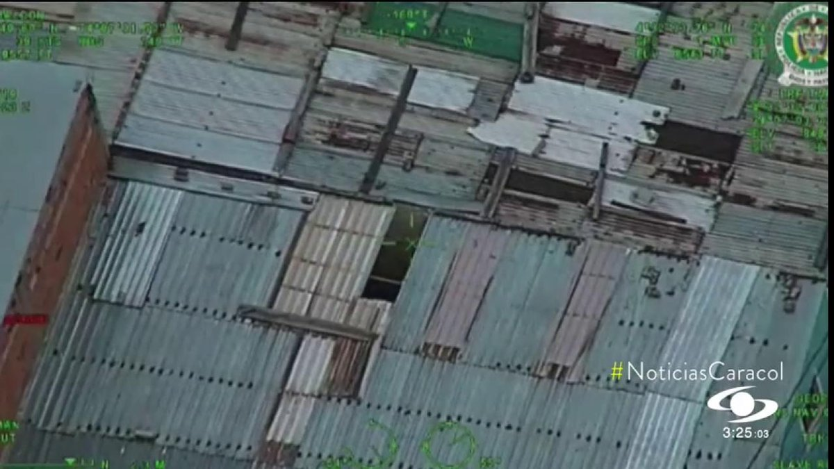 Gracias a helicóptero de la Policía, recapturan a preso que se escapó de una ambulancia >> http://bit.ly/30n5TdR
