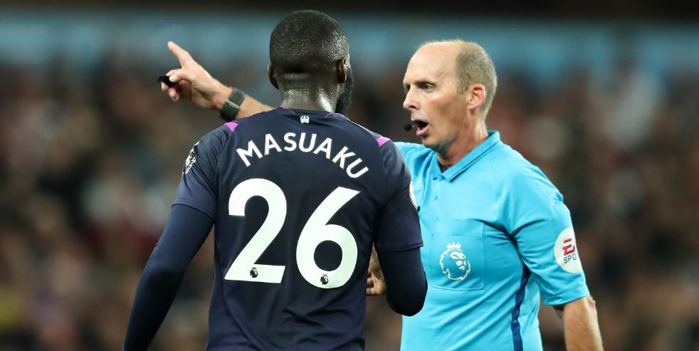 It's 102 not out for Mike Dean...Arthur Masuaku is the 102nd player to be sent off in Mike Dean's #PremierLeague tenure. #AVLWHU #AVFC #WHUFC #bbcfootball