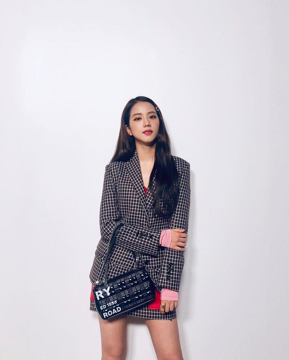 Miss Korea Kim Jisoo! 💛✨#burberry #jisoo #blackpink #blackpinkjisoo #love