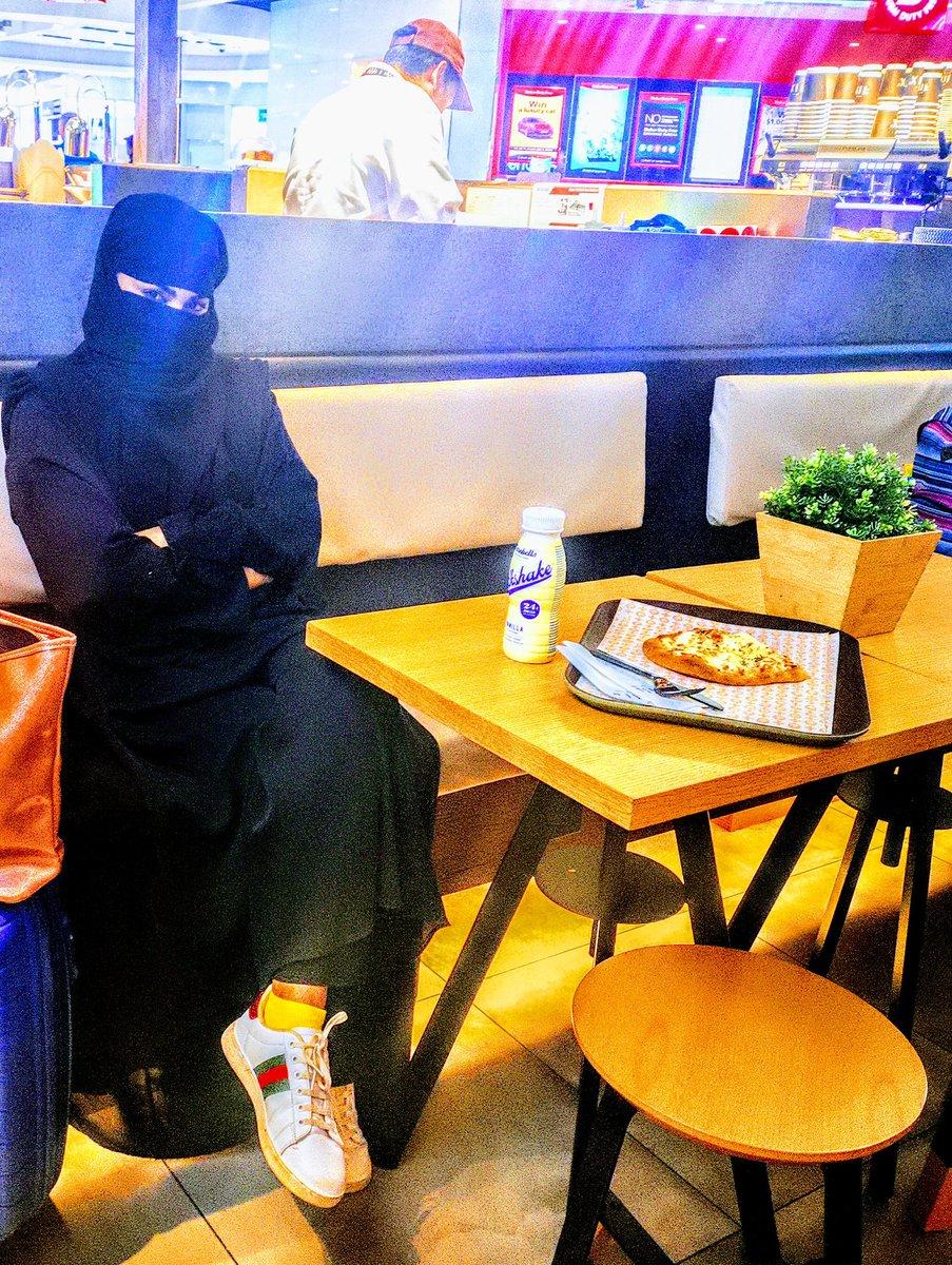 اے نبی فرما (ﷺ)دیجئے؛اپنی بیویوں سے اور اپنی بیٹیوں سے اور مومنین کی عورتوں سے کہ جہاں کبھی ضرورت سے باہر نکلنا پڑے تو چادر میں لپٹ کر نکلا کرو(احزاب :59) #حجاب_اسلامی_تہذیب_کی_پہچان