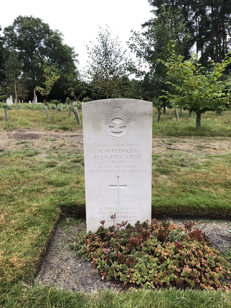 RT @barnes_east: 75th Anniversary of Operation Market Garden. The first in were the 21st Independent Parachute Company to mark the DZ/LZ. This Chap was the lead pilot. Killed in a flying accident later in the War and now at Brookwood.