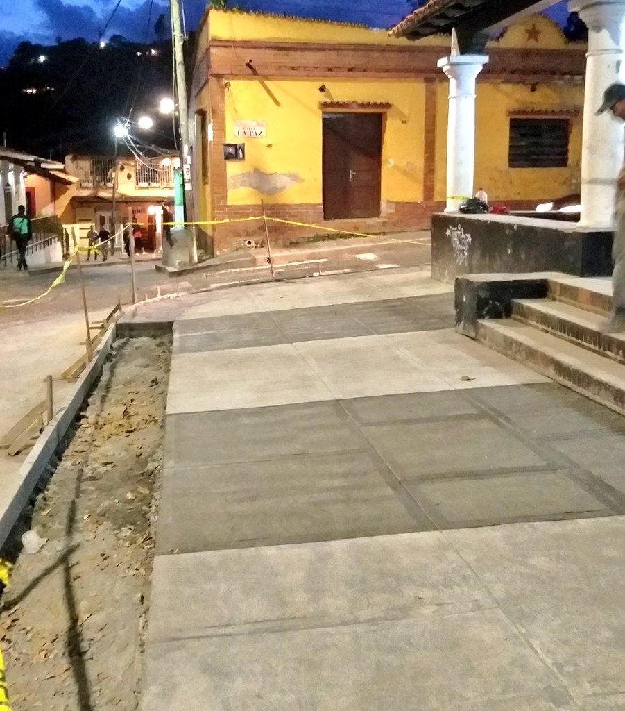 El nuevo sistema peatonal del Casco Histórico comenzó desde el año pasado, dándole al municipio una cómoda movilidad.  ¡El trabajo en #ElHatillo no para! A esta hora #SeguimosTrabajando para convertir #ElHatillo en el espejo de la #Venezuela posible!