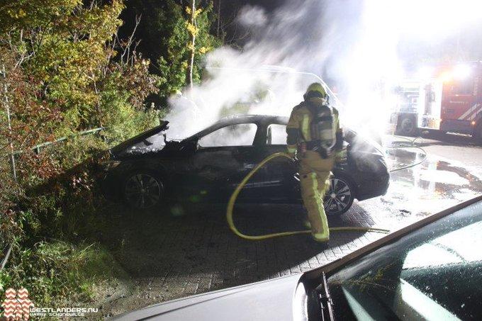 Mercedes uitgebrand aan de Chrysant https://t.co/JzBGCNNTcX https://t.co/DYGP1zsF4R